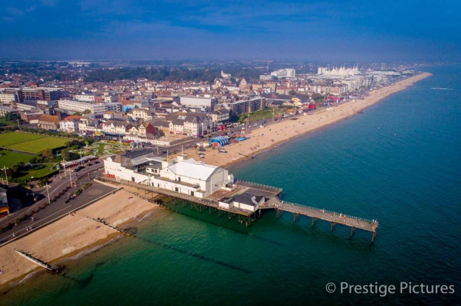 Seaside pier and the English Channel  ©Prestige Pictures